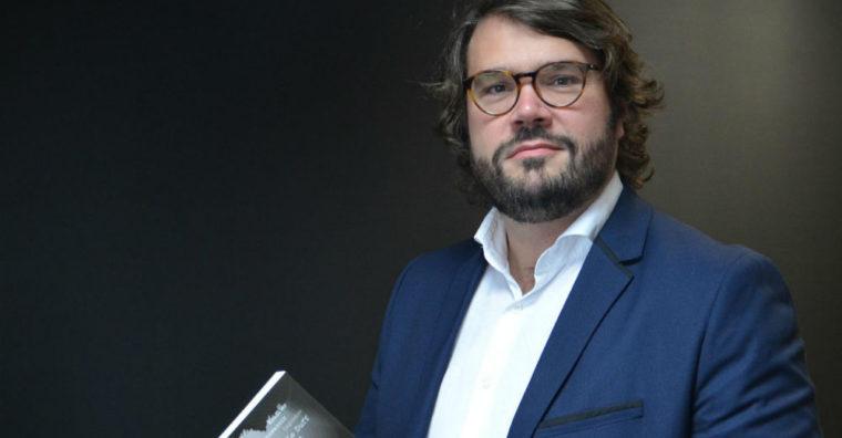 Illustration de l'article «LE MYSTÉRIEUX CLUB DES TRENTE»: Entre pouvoir et goût du secret,une enquête de Philippe Créhangesur le plus influent des réseaux bretons