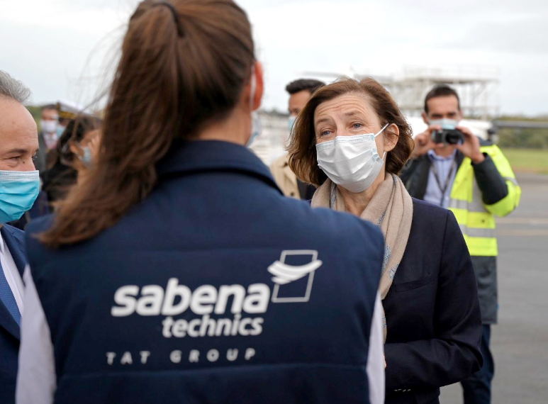 La ministre des Armées, Florence Parly, a rencontré les dirigeants et salariés de la Socarenam à Saint-Malo, puis ceux de la société de maintenance aéronautique Sabena Technics, à Dinard.
