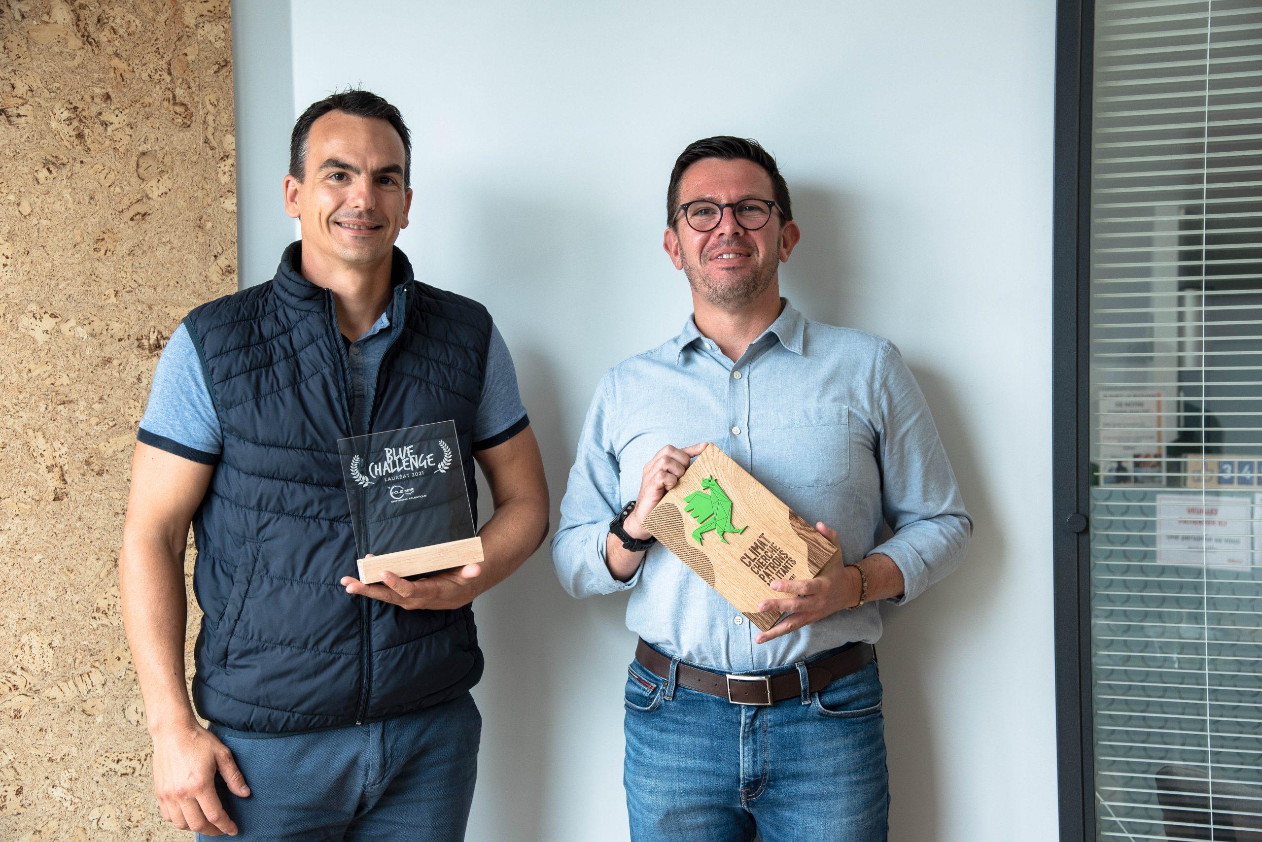 Alexandre Thévenot, responsable du projet Kerbone et de l'activité co-produits, avec le prix Blue Challenge, et Christophe Le Bihan, DG, ambassadeur pour le climat à travers le label Coq Vert, lancé par BPI France.