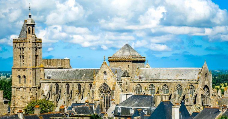 Illustration de l'article Ken Follett fait un don de 148 000 euros à la cathédrale de Dol-de-Bretagne